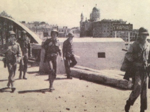Allied troops entering the city of Saint-Raphael.